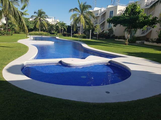 Dpto amueblado por día en Marina diamante Acapulco