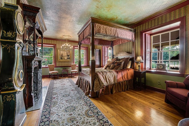 Thaddeus Stevens Suite at Moonstone Manor