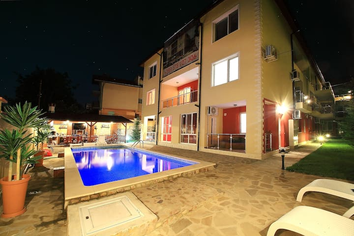 "Sintria Court Premium ""Level A"", Duplex Apartments - Balchik - Appartement"