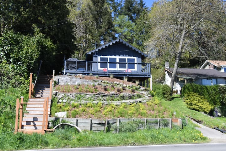 Vashon Home with Spectacular Views of Puget Sound - Vashon - Holiday home