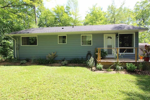 Bluewater Cottage w/ Hot Tub Lake Huron (2nd row)