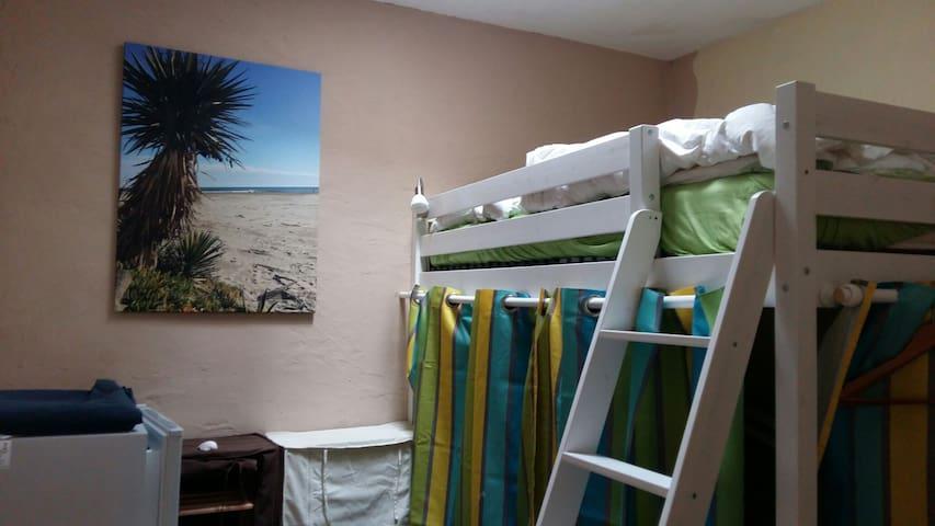 3. Schlafzimmer mit einem Hochbett für 1-2 Personen