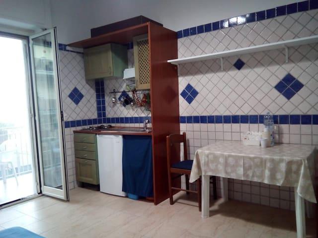 Camera 1/2 persone,angolo cottura e bagno privato