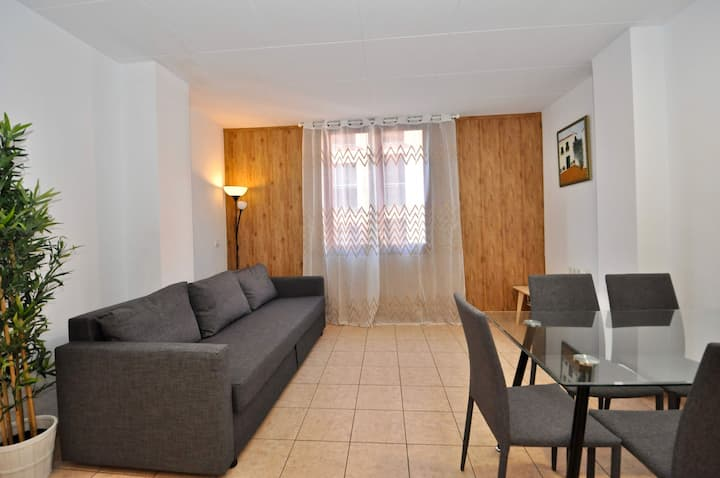 Apartment of 60 m2 , in the centre of Lloret de Mar, 400 m from the sea.