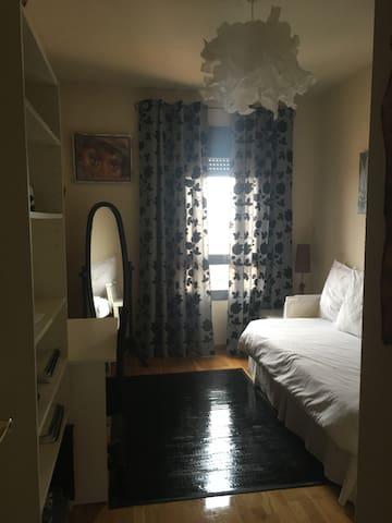 alquilo habitacion una persona