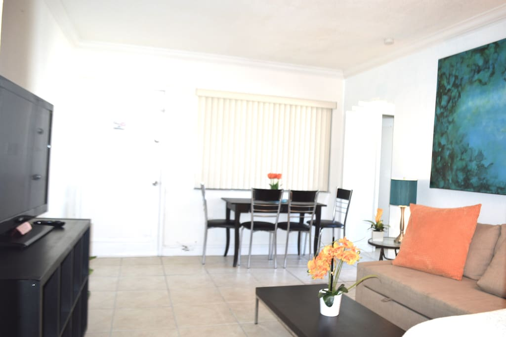 Charming 2 Bedroom By The Ocean In Miami Beach Apartments For Rent In Miami Beach Florida