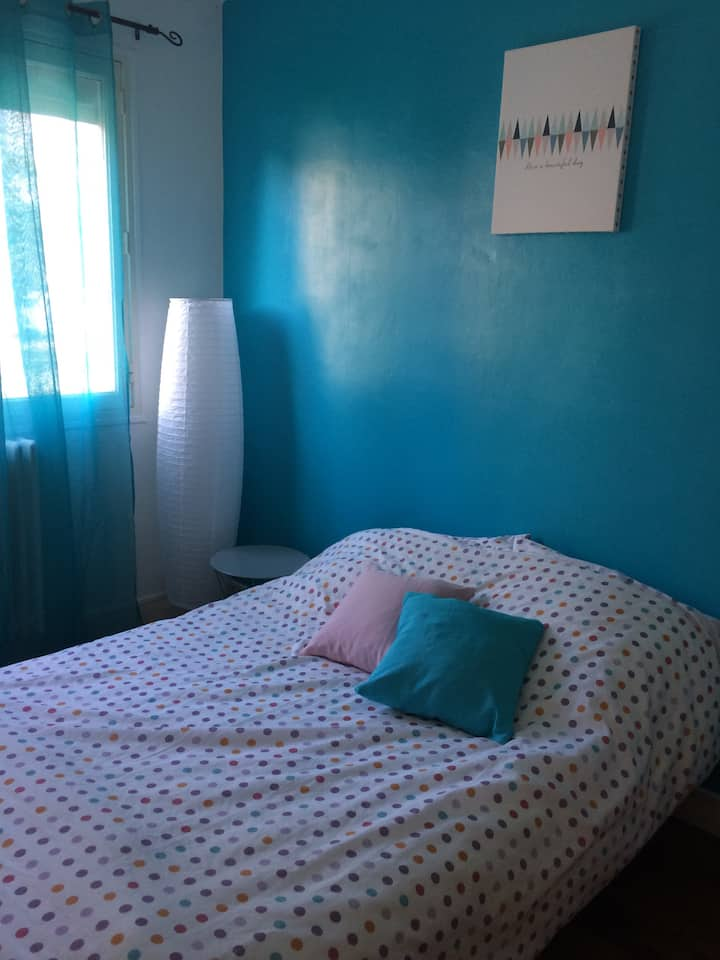 Chambre dans appartement rdc surélevé Angers