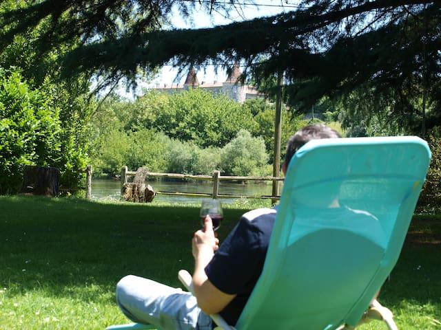 Rez de jardin au pied de la rivière Dordogne