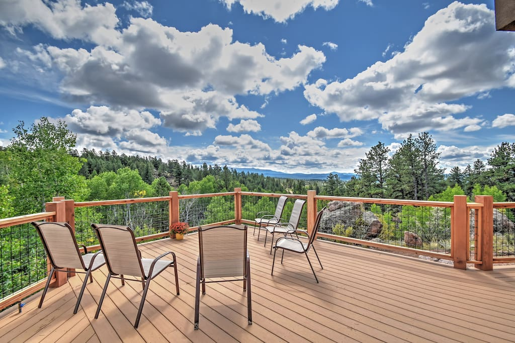 An unforgettable mountain getaway is just what the doctor ordered with this elegant Florissant vacation rental house!