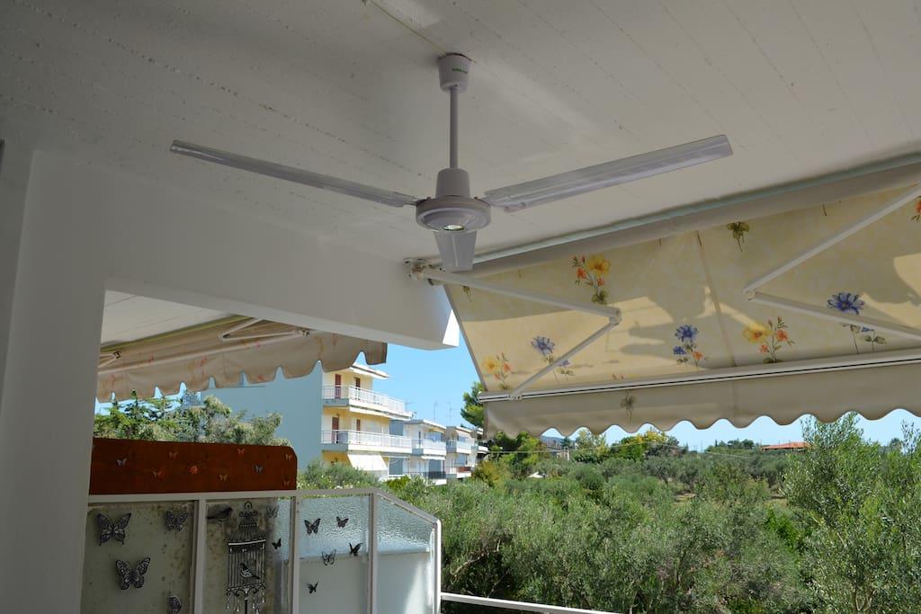 Ανεμιστήρας οροφής πίσω μπαλκονιού