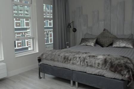 boutique kamer midden in het centrum! - Breda - Bed & Breakfast