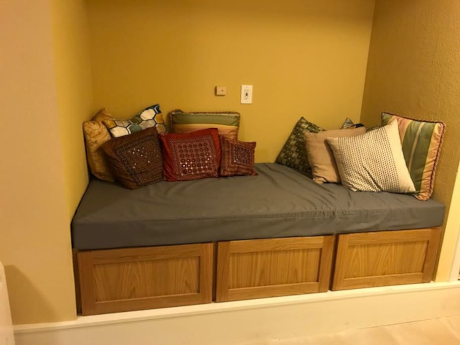 Bedroom - Daybed + Storage