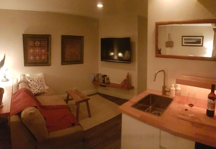 Cozy Suite in Vancouver Bungalow