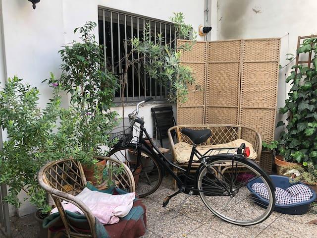 Navigli - stanza in miniloft con giardino in corte