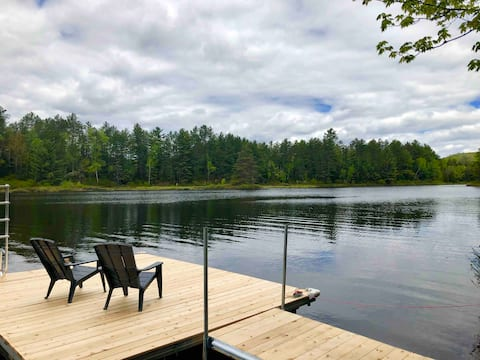Lake front in the woods. Newly furnished!!