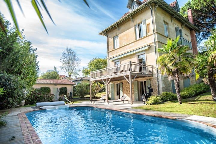 Superb Villa with a pure Arcachon style heated swimming pool...
