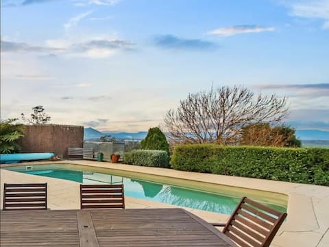 Pool + Views + Tranquility -Papillon Holiday House