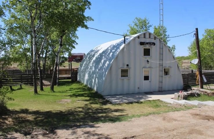 The Cozy Quonset! Prairie lake lodge