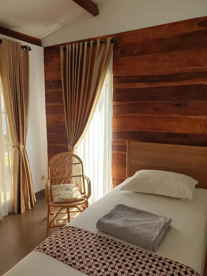 Standard Double Twin Room at Omah Ucok