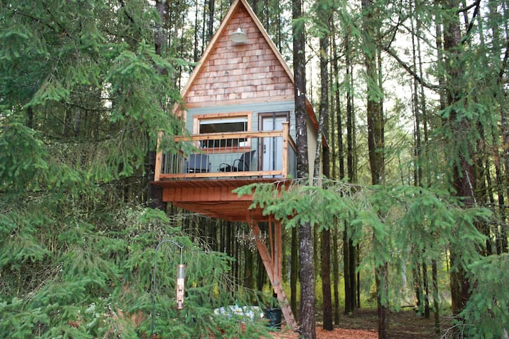 Cozy (All Seasons) Tree House retreat