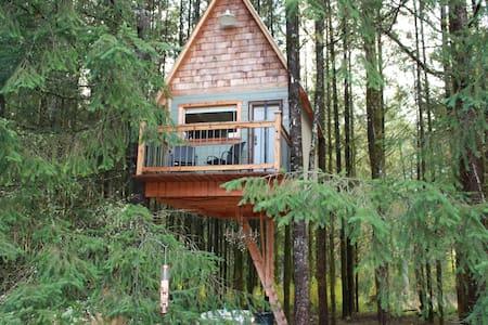 Cozy (All Seasons) Tree House retreat