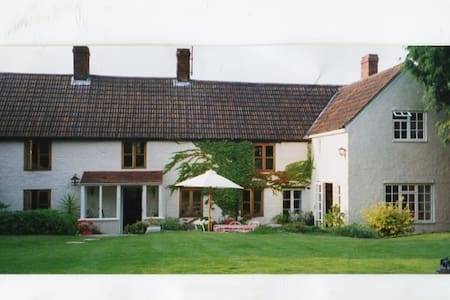 Country house   offering single and double rooms. - Calne - Bed & Breakfast