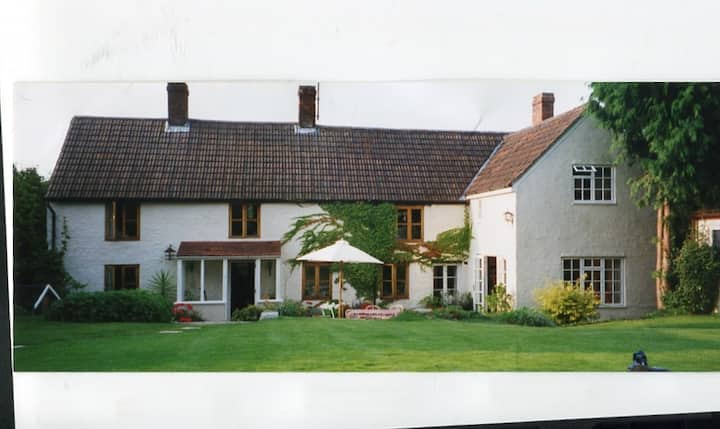 Country house   offering single and double rooms.