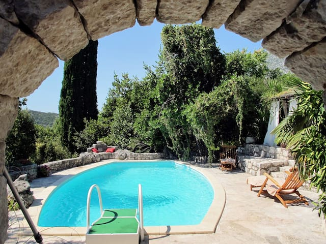 Holiday House Podcempres in Makarska for 6 persons
