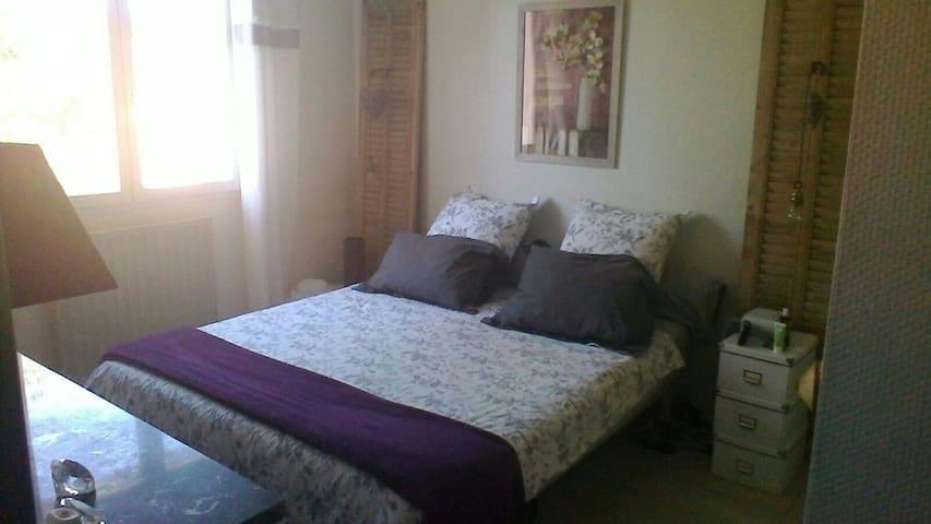 1 Chambre spacieuse  au calme - Le Pontet
