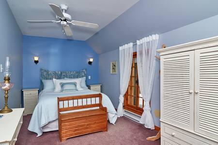 Tour 3   Chambre spacieuse, lit Queen avec salle de bain privée (douche)