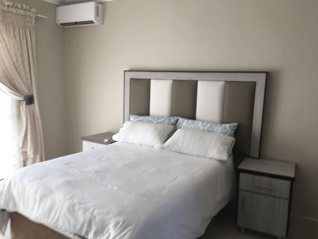 Bachelor Rooms available in Mahikeng Golf-View