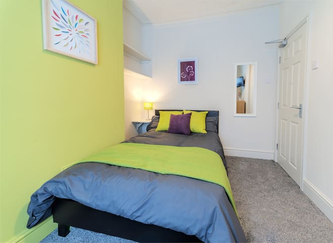 Fully Furnished Bedroom with Bedding, Linen & Towels Provided