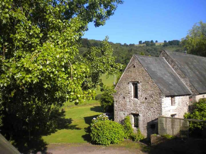Self contained 16c barn annexe in Brecon Beacons