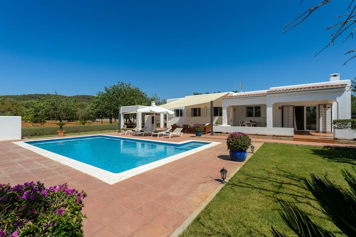 """Beautiful Villa """"Sa Vinyeta"""" with Mountain View, Wi-Fi, Air Conditioning, Pool, Garden & Terrace; Parking Available"""