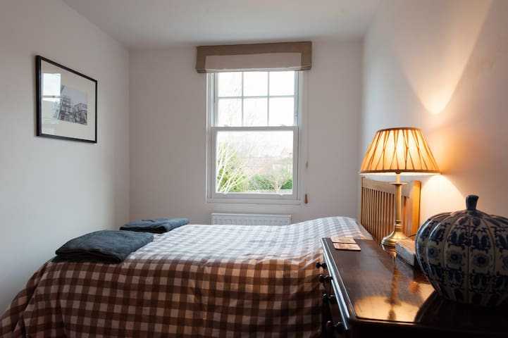 Cosy room in a place by the River Severn