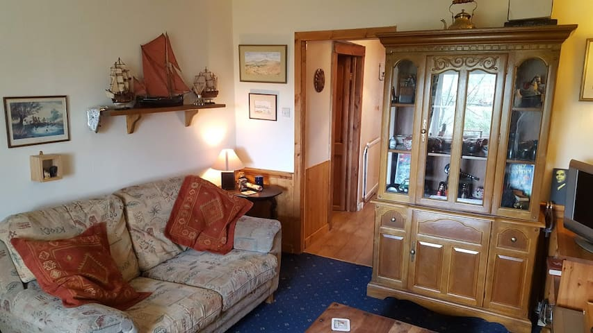 Comfy, Cozy Flat in Central Sutherland