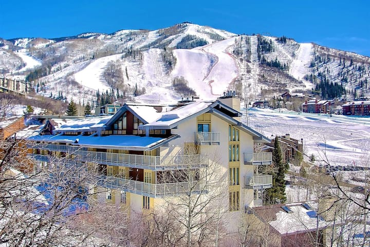 Steps to Ski/Eat/Drink/Bus Stop/Hot Tub, Covered Parking, Balcony w/View, Elevator, Self Check In