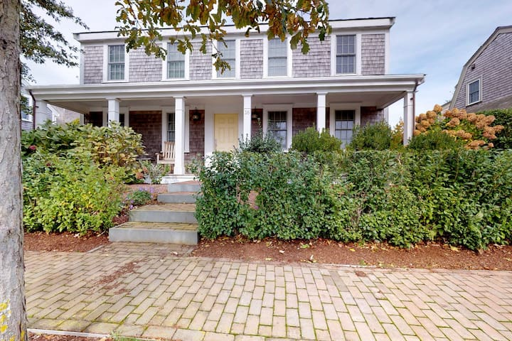 Elegant, newly built home with central AC, porches & yard - walk into town!