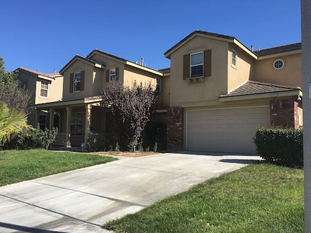 小城有家—加州旅行最佳休息处 - Corona - House