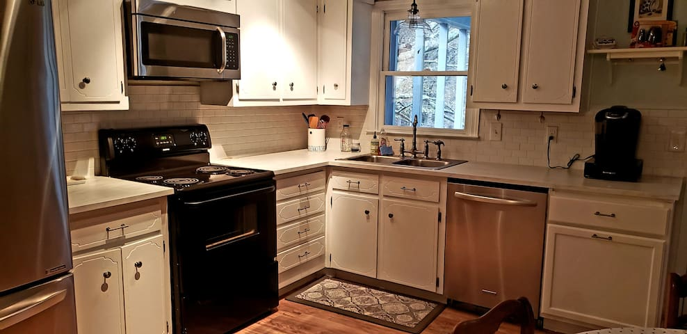 Kitchen: Keurig coffee machine, French-press and tea! Full-sized fridge, dishwasher, oven and microwave