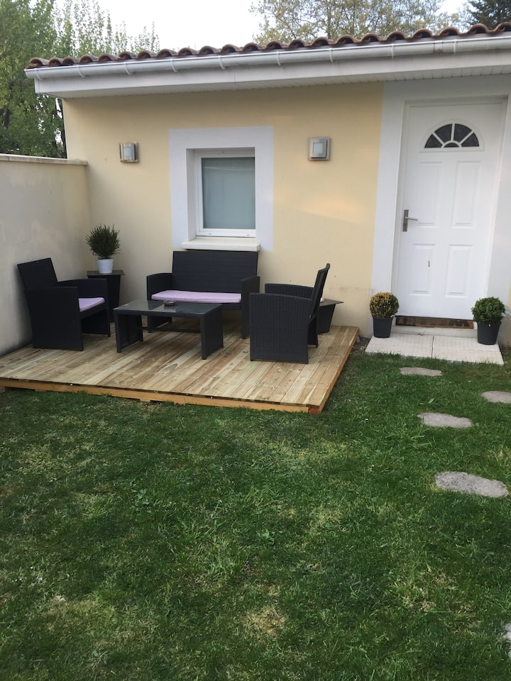 Studio AYA indépendant tout équipé avec jardin