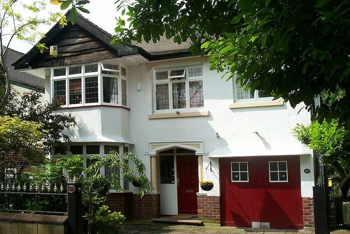 1934 detached house, in a quiet Conservation Area.