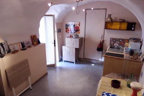Studio cosy dans village médiéval - 50m rivière