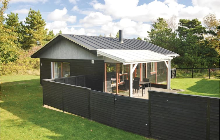 Holiday cottage with 2 bedrooms on 65 m² in Blåvand