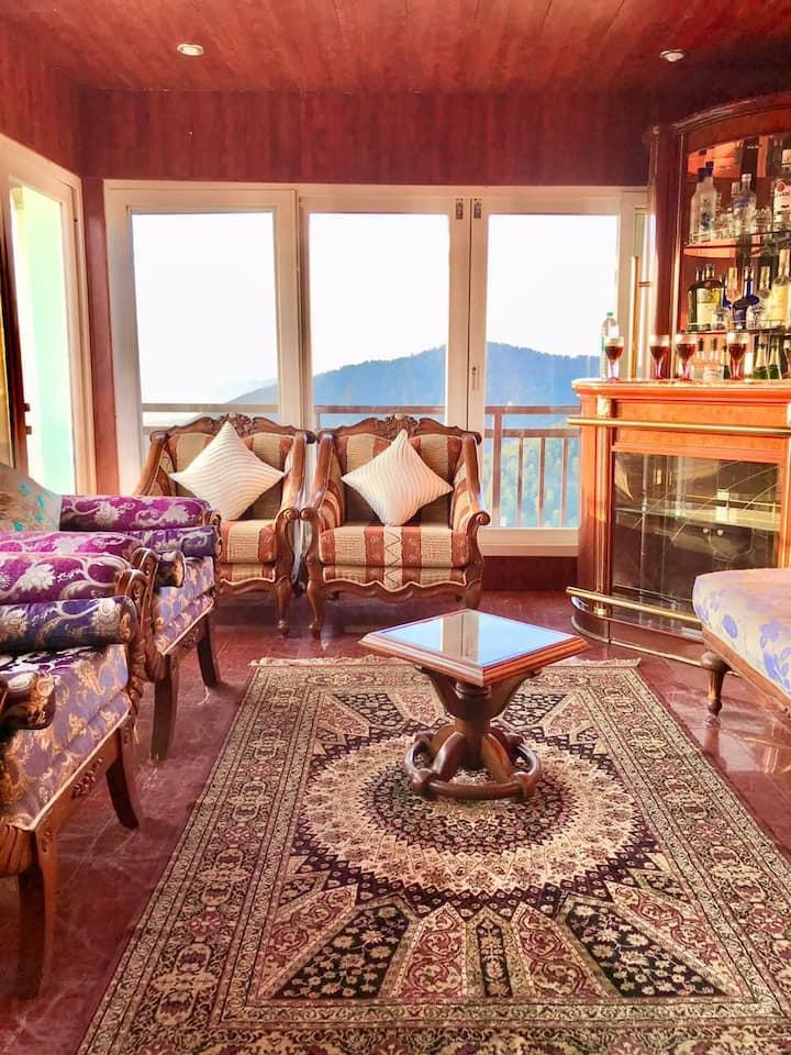 3 BHK cottage(shimla kufri koti)lawn,BBQ, kitchen