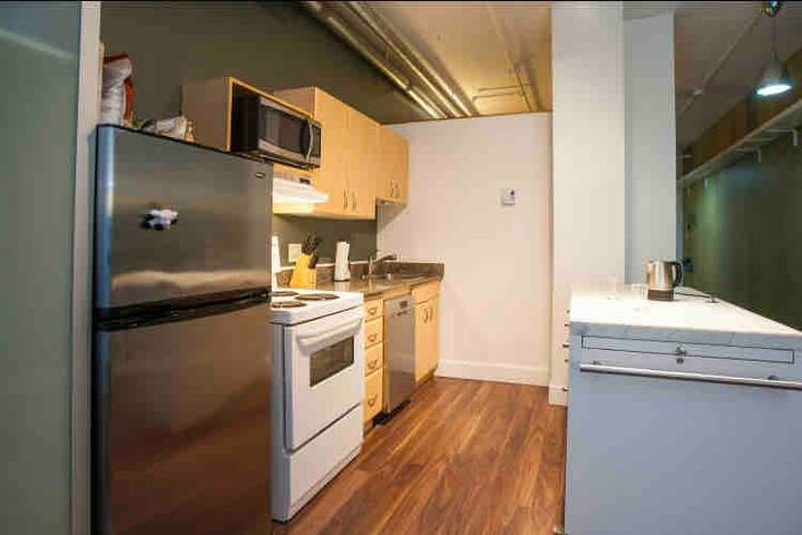 One bed room suite dt YEG