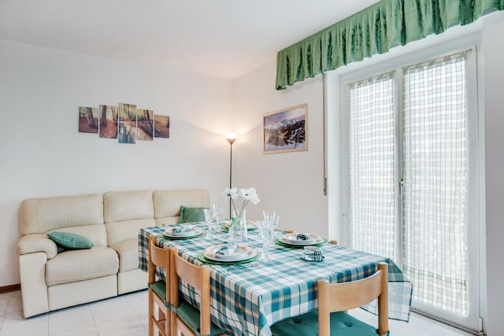 "Charming Apartment ""CasaVacanze Dolomia, vicino alle Funivie"" (CIPAT number: 022143-AT-676152) with Balcony, Mountain Views & Wi-Fi; Parking Available"