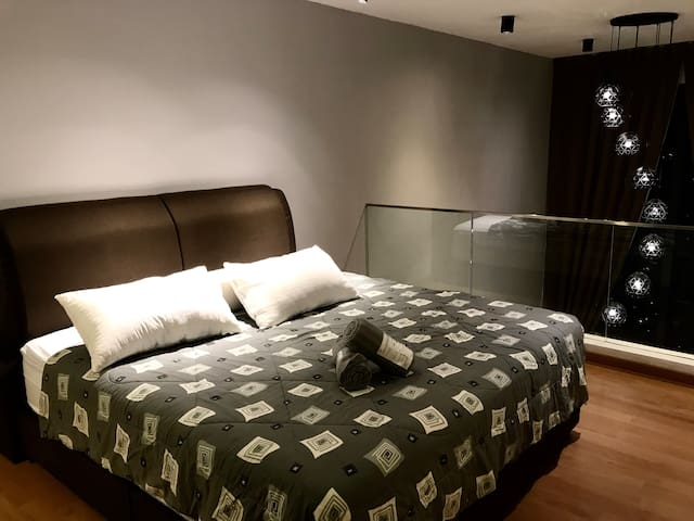 Cozy&Chill w/ King Bed Studio KL View @EkoMall/MRT