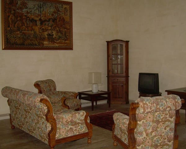 Historical building 50 km from Rome (ground floor)