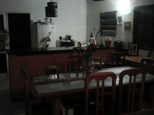 Casa com quiosque para até 6 pessoas - Torres - Casa
